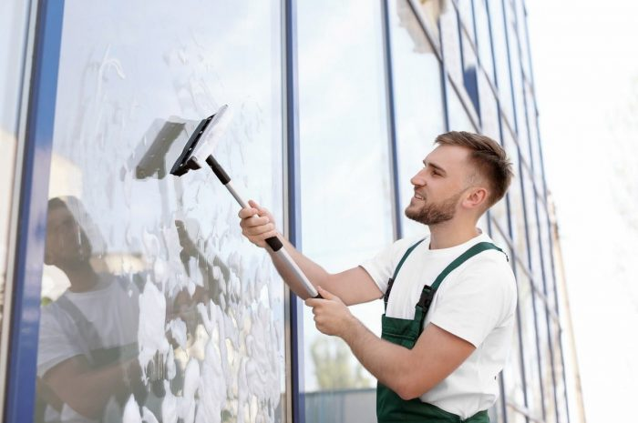 The Advantages of Hiring Glass Cleaning Services for Residential Windows